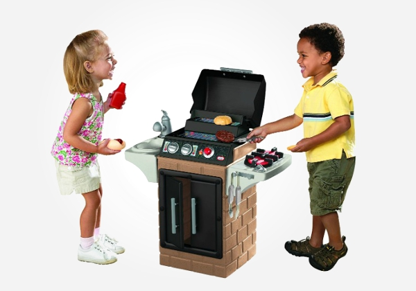 Kids can pretend to cook up a storm with this kids play grill set