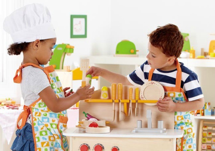 5 Wooden Play Kitchens That Appeal To Little Boys And