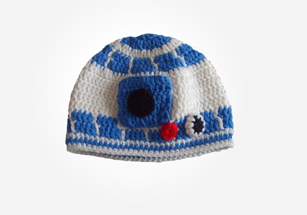 This R2D2 cotton yarn hat is so adorable. Add this baby geek clothing accessory to baby's wardrobe