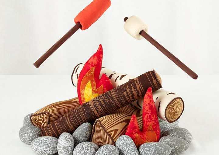 Indoor camping ideas for kids – Campfire set