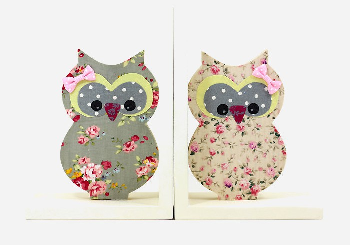 These cutesy owl inspired bookends for kids are over-laid with fabric and can be customized to fit any theme | kidslovethisstuff.com