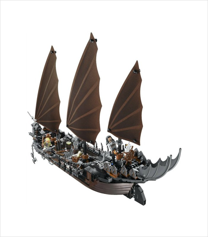 This LEGO LOTR pirate ship will make a great Christmas gift idea for an 11 year old boy