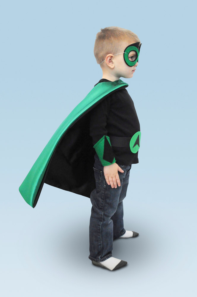 Superhero cape: One cool toddler gift idea for that mini superhero of yours | kidslovethisstuff.com