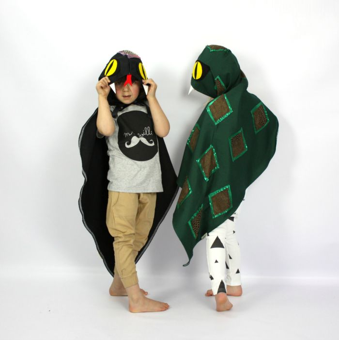 Dress up ideas for kids: this cape will turn your little one into a slippery snake. Great for year round dress up and Halloween.