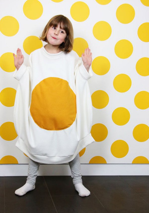 Non scary kids Halloween costumes to DIY - The egg costume