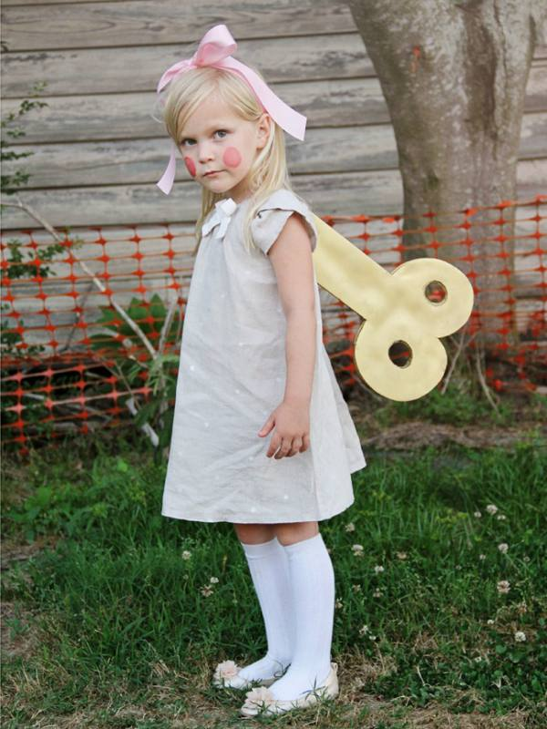 Non scary kids Halloween costumes to DIY - The wind up doll costume