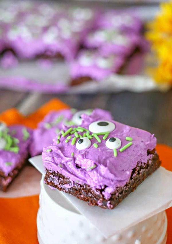 Creepy halloween desserts for kids - monster brownies