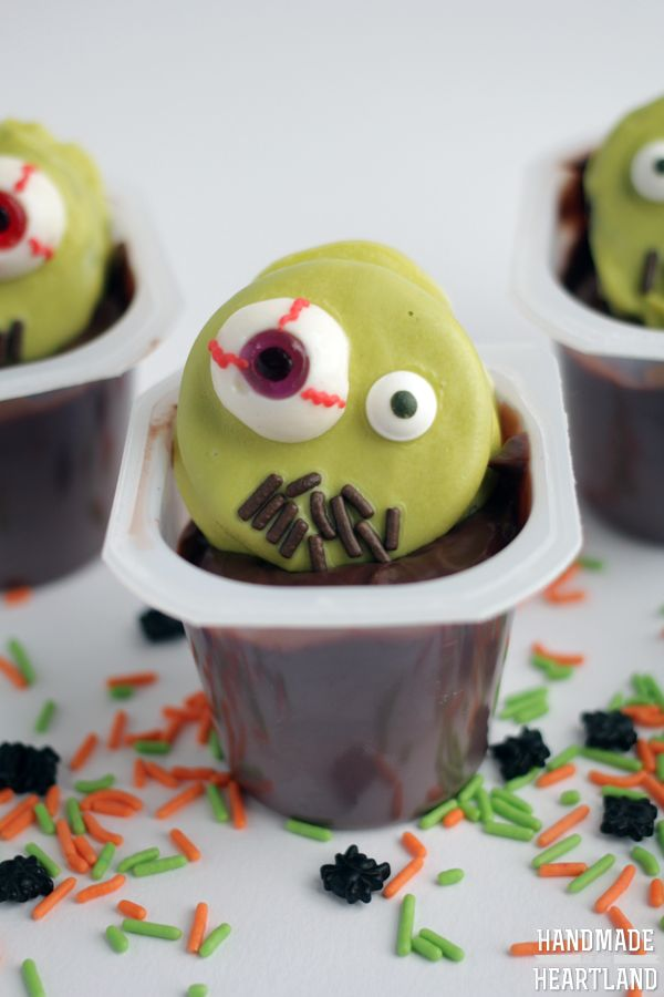 Creepy halloween desserts for kids - zombie halloween pudding cups