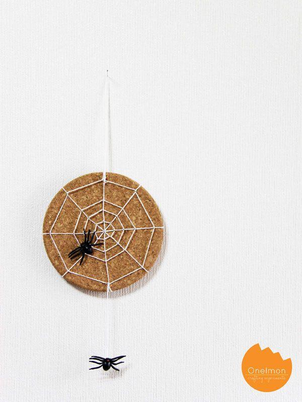 spider Halloween crafts - string art spider web