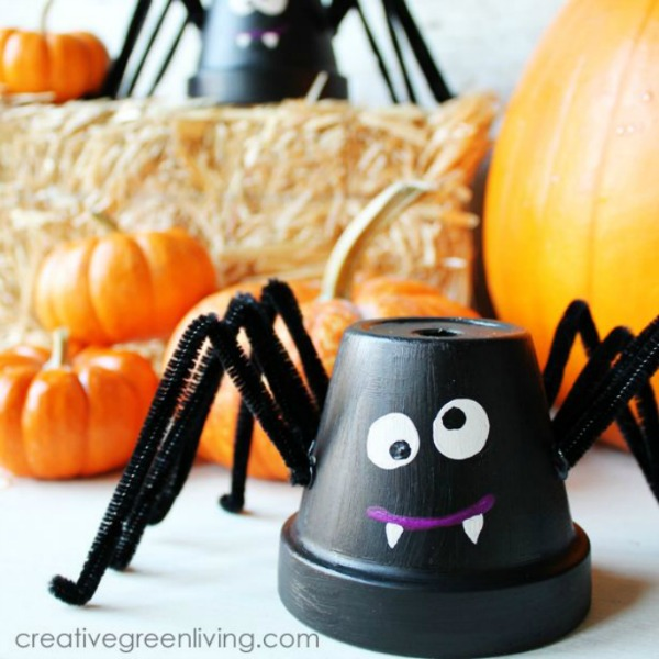 spider Halloween crafts - upcycled flower pot spiders