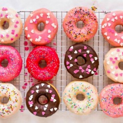 Valentine treats for kids - colorful donut glaze - FP
