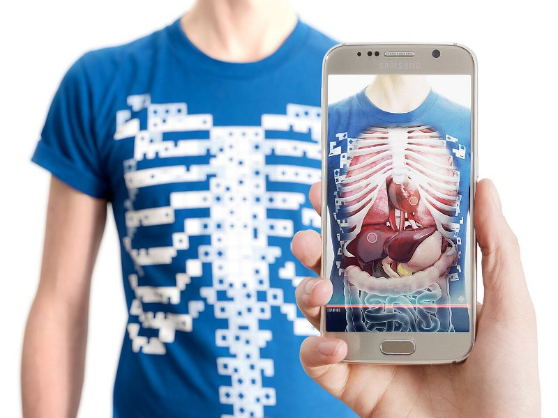 The Virtuali Tee smart shirt along with the free app making learning anatomy for kids that bit more fun.