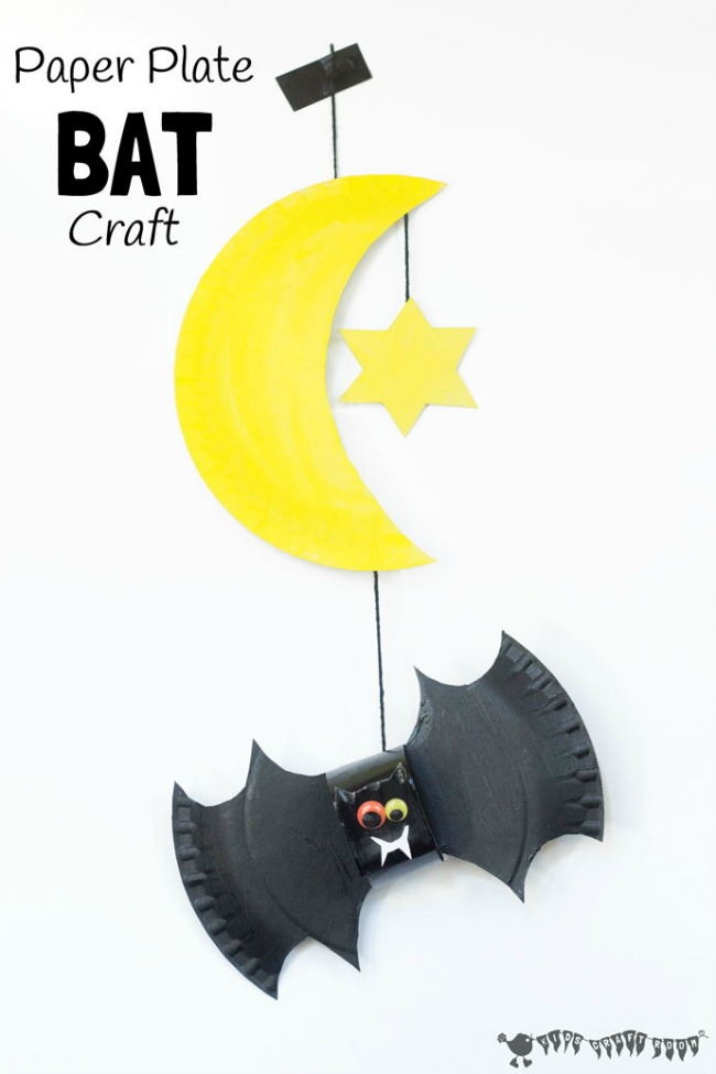 Easy Kids Halloween Crafts - Paper Plate Bat Mobile (via Kids Craft Room)