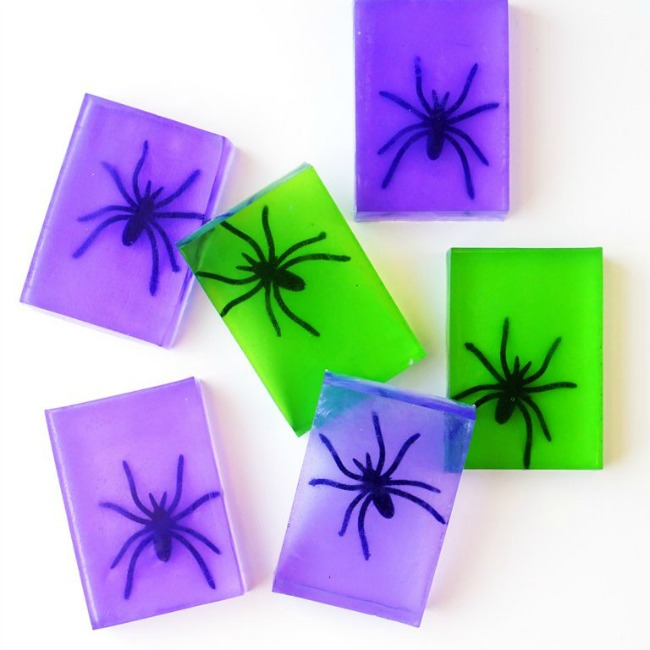 Easy Kids Halloween Crafts - Spider Halloween Soap (via Happiness is Homemade)