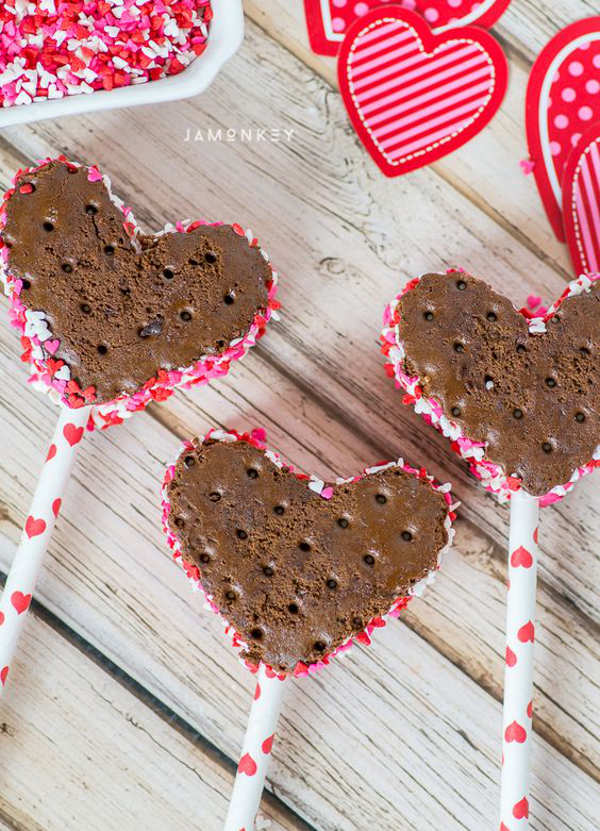 11 Heart Shaped Snacks and Treats Featuring Easy Heart Shaped Ice Cream Sandwiches (via JaMonkey)